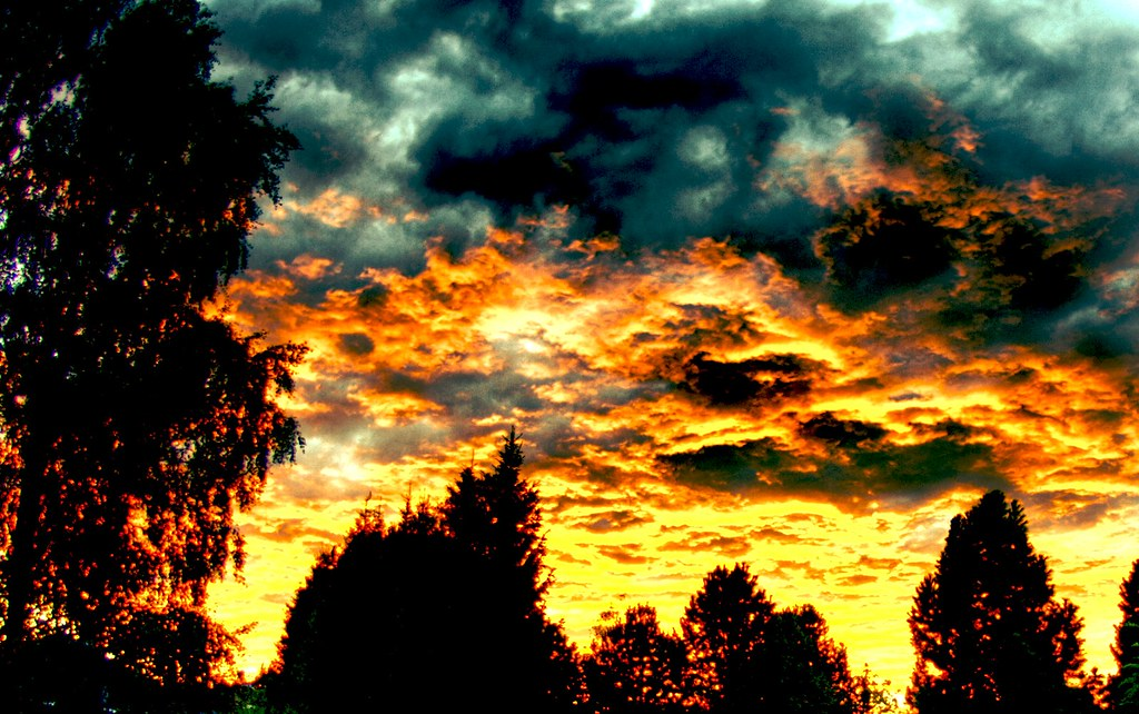 CC image Fire in the sky by Fredrik Thommesen at Flickr