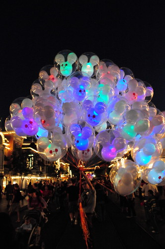 Disneyland Balloons Now With Flashing Multi Color Led Go