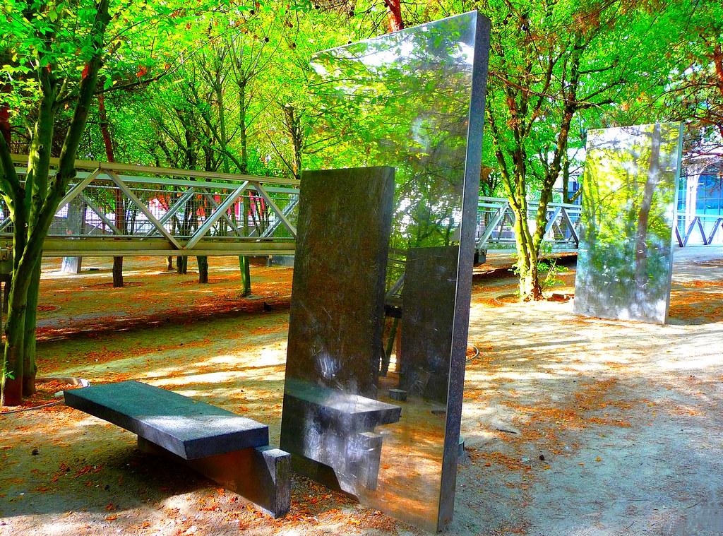 Sculptiure miroirs nature hall de la villette paris 19 for Miroir 3 pans