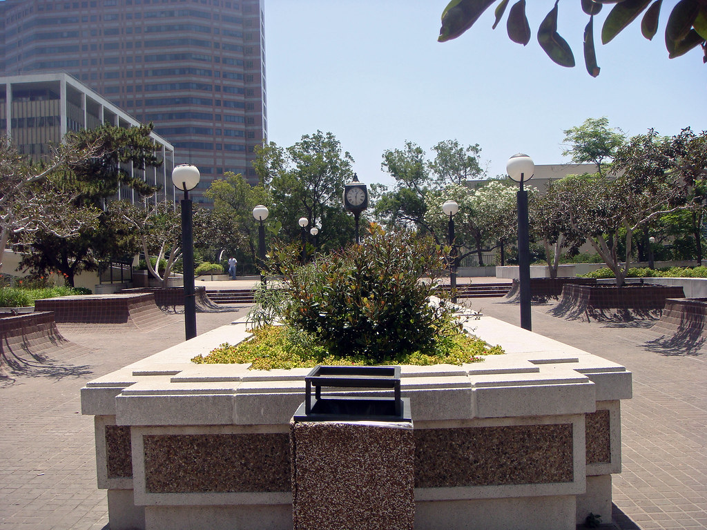 08 los angeles mall plaza e los angeles mall 1973 for Garden design troller