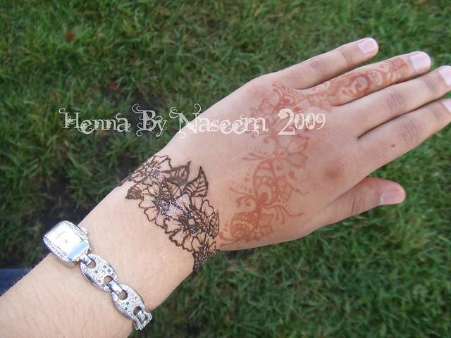 Flower Bangles Mehndi : Bangle style floral henna or mehndi design by expert