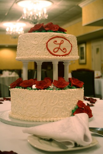 Red rose wedding cake | by Robin Schantz
