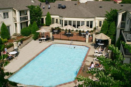 pool hotels inns suites club hotel nashville airport. Black Bedroom Furniture Sets. Home Design Ideas