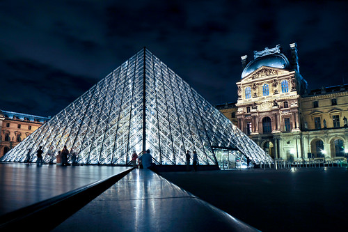 Paris : Louvre Pyramid blue | by tibchris