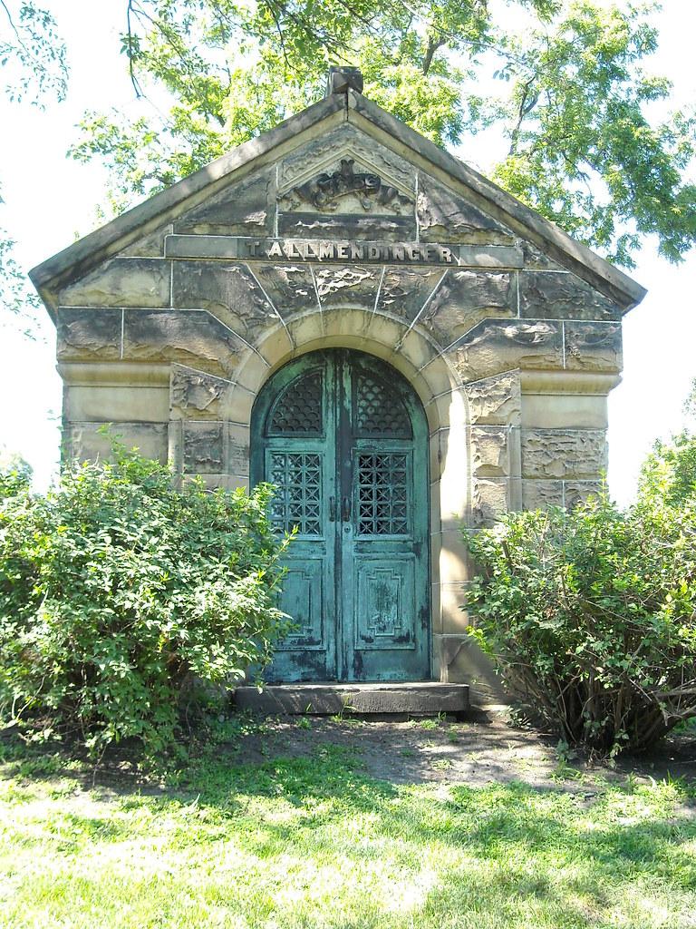 Mausoleum Graceland Cemetery Chicago  Lori Wolfe  Flickr