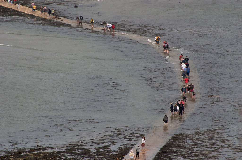 Wet Waders on the St Michael's Mount causeway | Some people ...