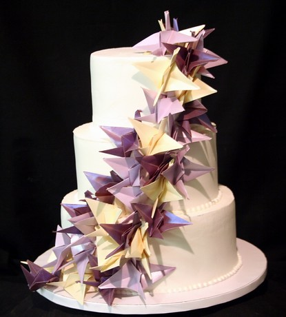 Origami cranes wedding cake this simple three tiered for 1000 paper cranes wedding decoration