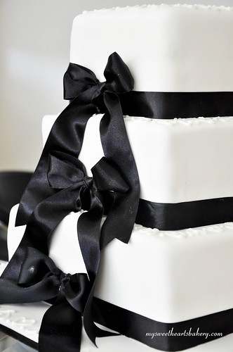 Black and white Wedding Cake | by My Sweethearts Bakery l Lilia