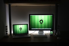 "Apple MacBook Pro 15"" + 24"" LED Cinema Display + iPhone 3GS 