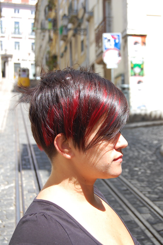 Bob With Red Highlights Haircut By Sabine Colour By Birg Flickr