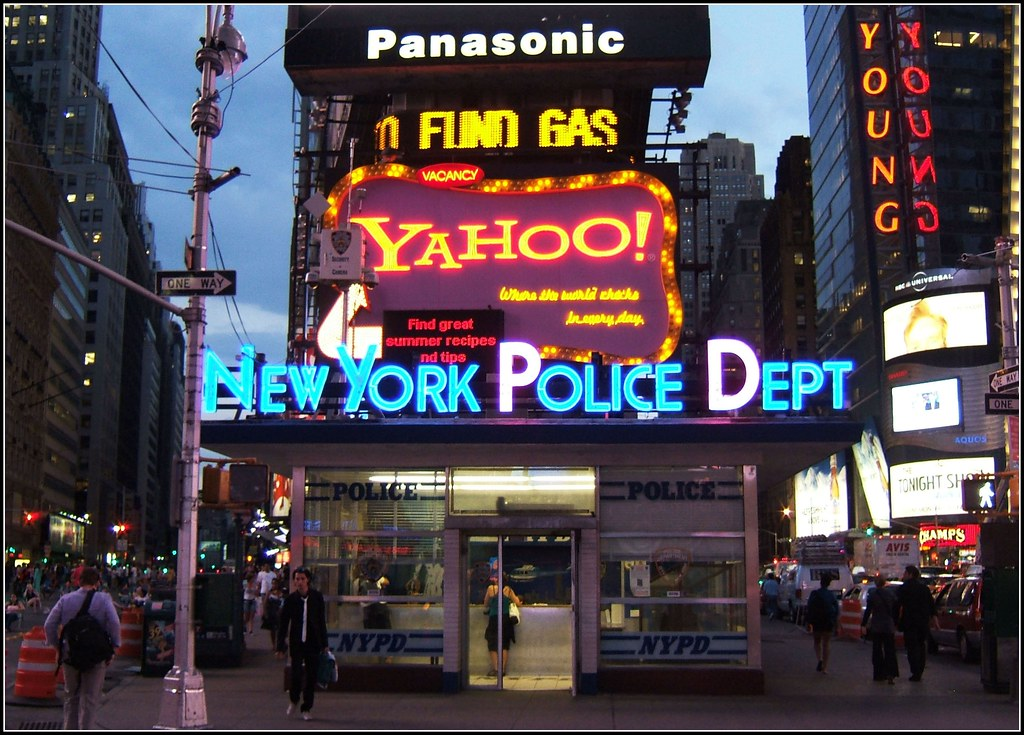 Yahoo Nypd Neon Sign At Times Square Nyc Welcome To