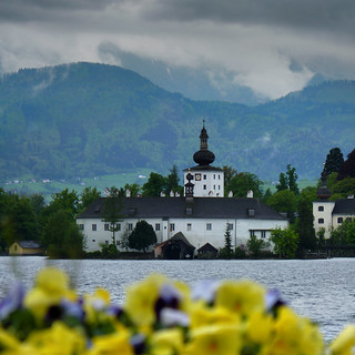 Schloss Ort on an island in the Traunsee | by B℮n