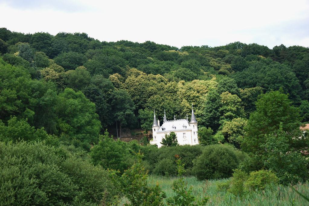 La grande barrerie de villiers le b cle il doit son allur flickr - Villiers le bacle chateau ...