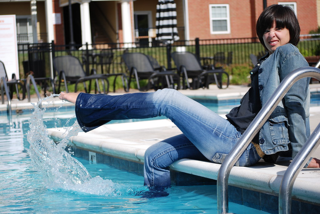 pool side amy cooling her toes brad johnson flickr. Black Bedroom Furniture Sets. Home Design Ideas