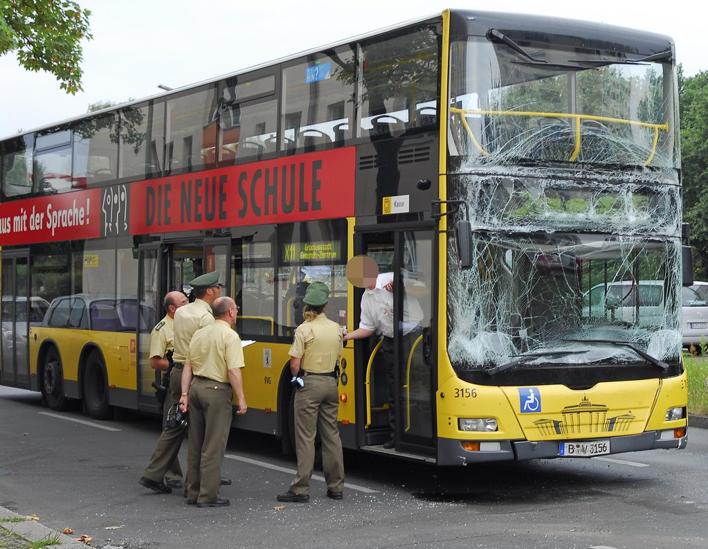 bvg bus unfall gg 14 40h johannisthaler chaussee flickr. Black Bedroom Furniture Sets. Home Design Ideas