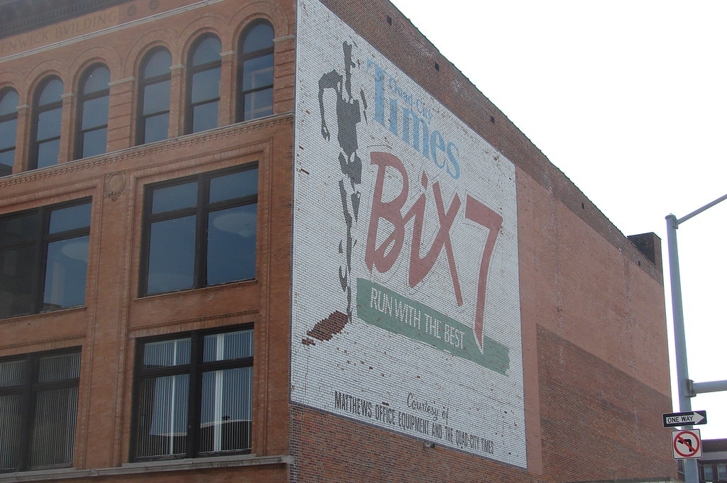 Bix 7 Davenport Ia This Enormous Ad For The Bix 7 Race In Flickr