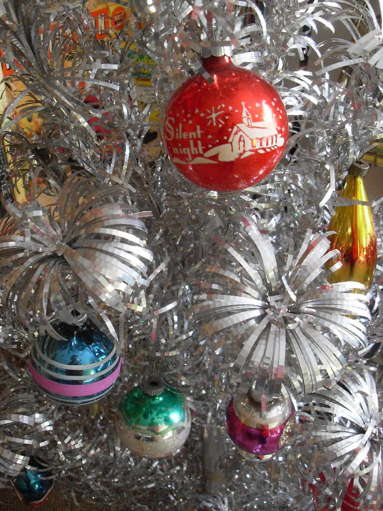 1940s 1950s Shiny Brite Christmas Ornaments On Vintage 1