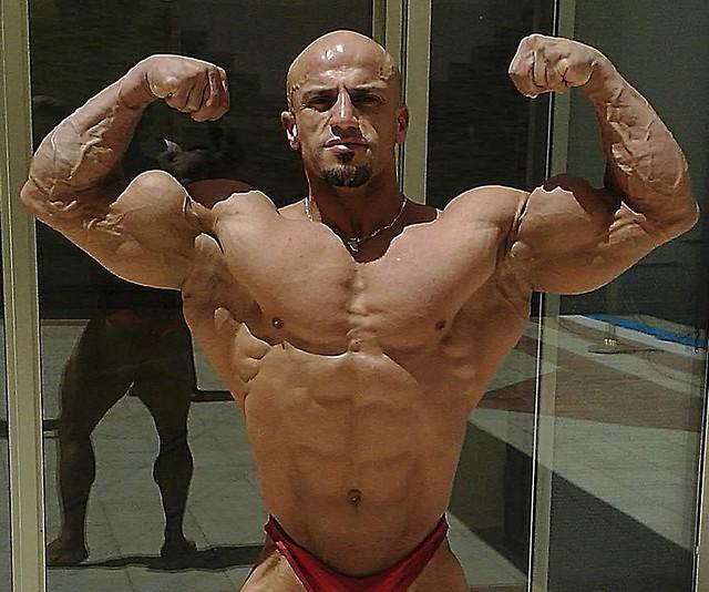 شاهد أكبر لاعب كمال أجسام في العالم في عمر الـ84 !