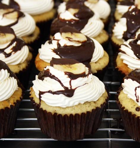 Chocolate Peanut Butter and Banana Cupcakes | Banana cake fi ...