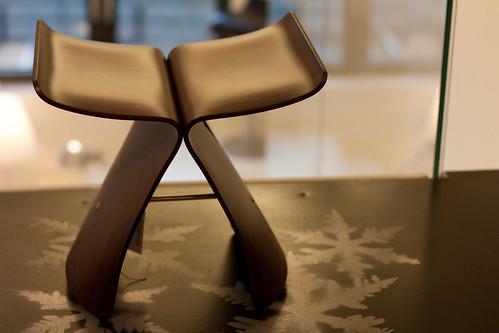 butterfly stool fra vitra designet av sori yanagi i 1954 flickr. Black Bedroom Furniture Sets. Home Design Ideas