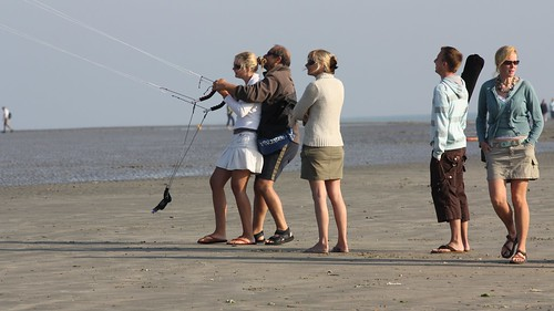 West Wittering - Sept 2008 - Homage to Vettriano | by Gareth1953 All Right Now