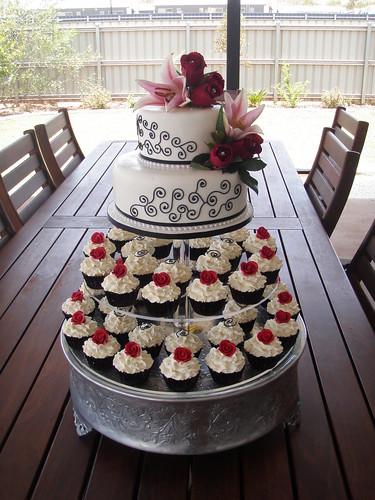Mossy S Masterpiece Kiara S Wedding Cake Amp Cupcakes Whit