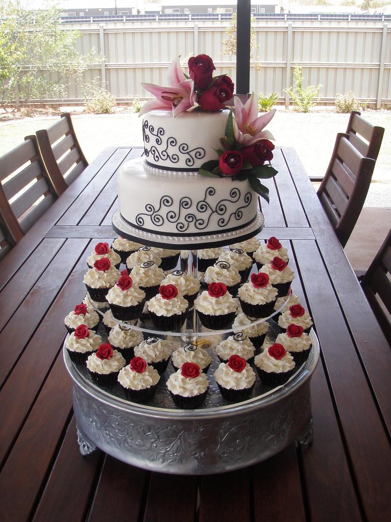 Mossy\'s Masterpiece - Kiara\'s wedding cake & cupcakes whit… | Flickr