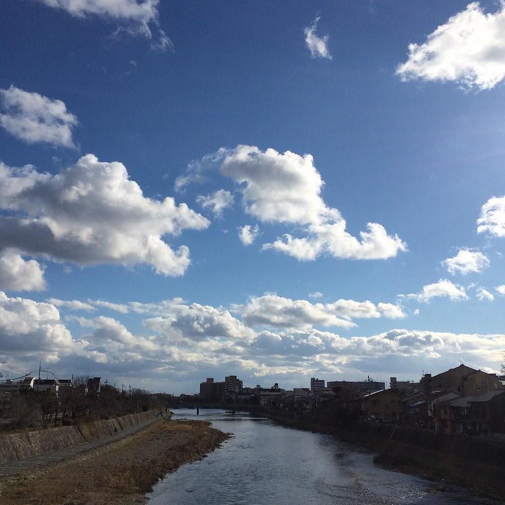 晴れ渡り。来週もこんなだといいなあ #今日の鴨川 #kyokamo #sky #イマソラ
