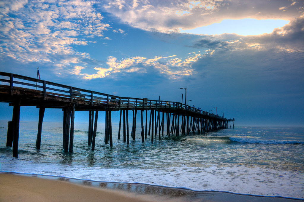 nags head fishing pier early morning yet a lot of