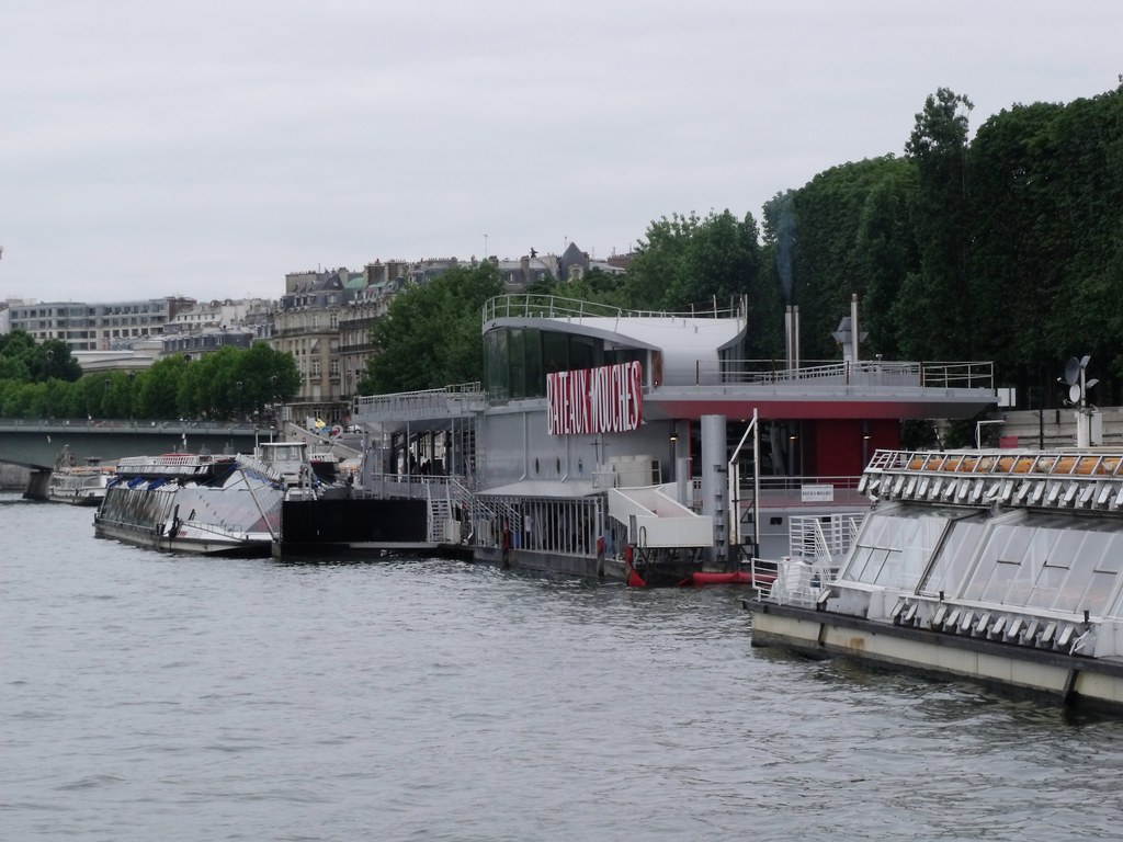 bateaux mouches back to the pont de l 39 alma this is where flickr. Black Bedroom Furniture Sets. Home Design Ideas