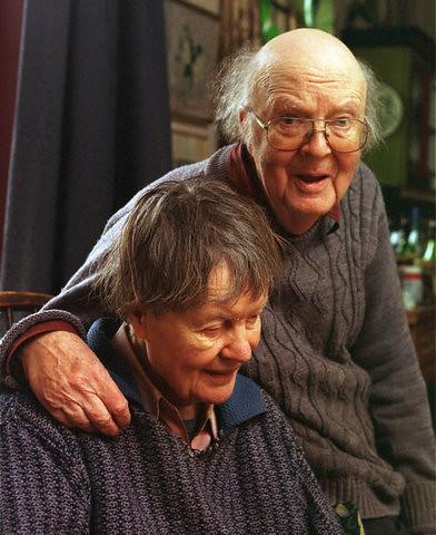 Iris Murdoch And Prof John Bayley Iris Had Alzheimers