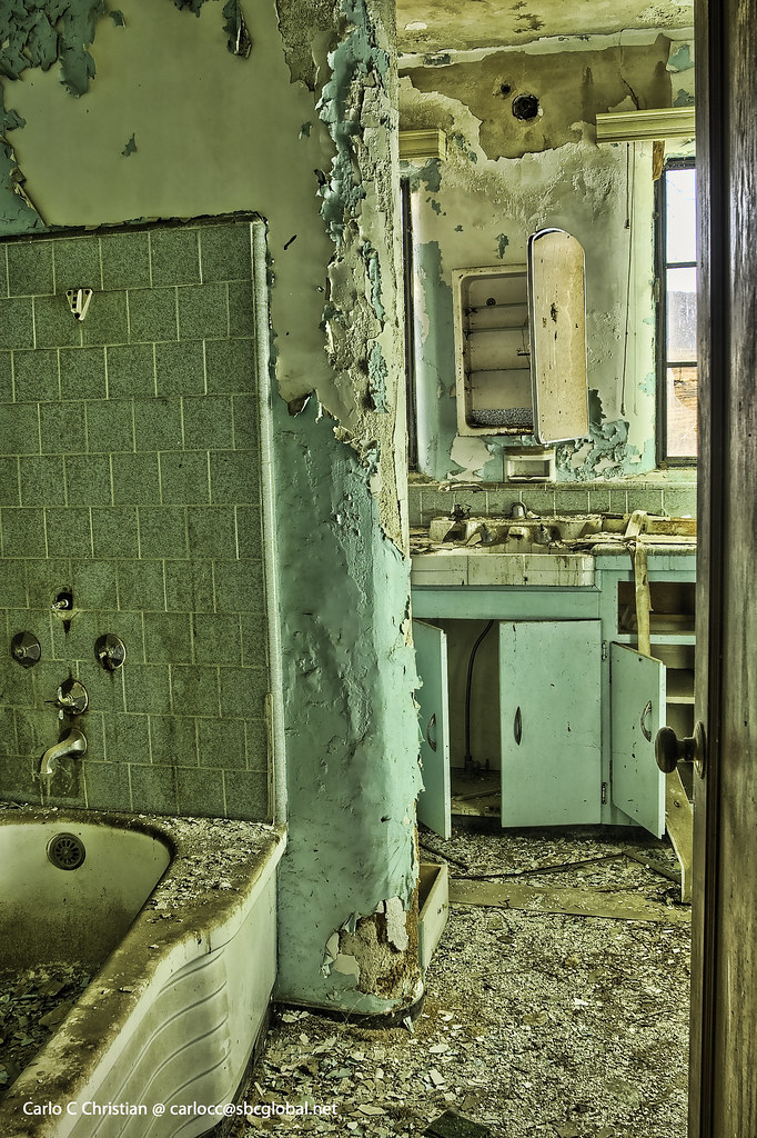 Abandoned Ranch House Bathroom Carlo Christian Flickr
