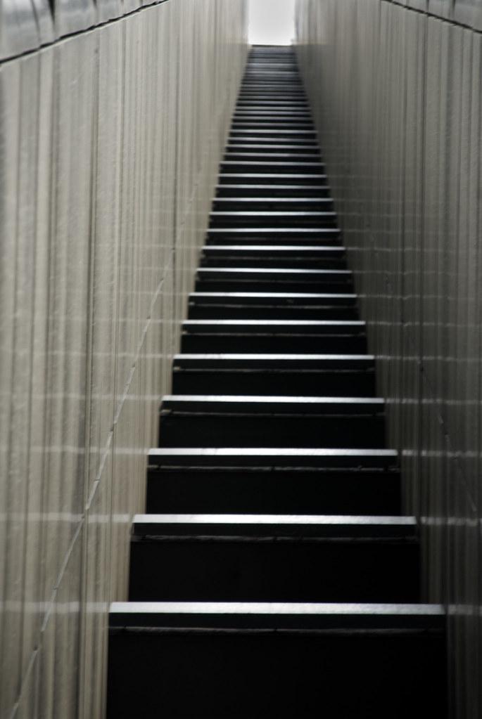 Largas escaleras uno de los costados de una de las 4 torre flickr for Escaleras largas