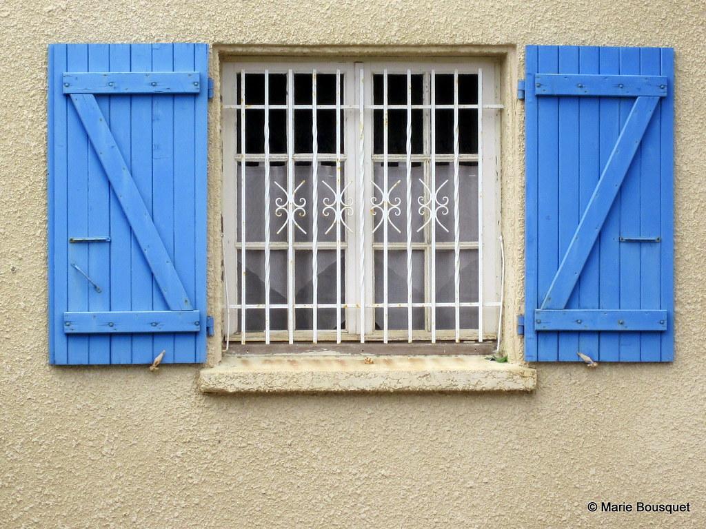 fen tre aux volets bleus et aux barreaux en fer forg flickr. Black Bedroom Furniture Sets. Home Design Ideas