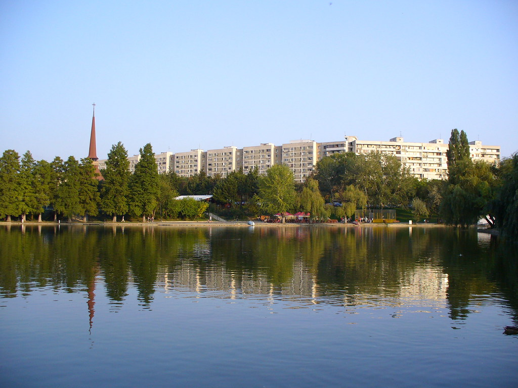 Lo specchio del lago nel grande parco ior c 39 e pure una pic paula alexandrescu flickr - Ristorante lago lo specchio ...