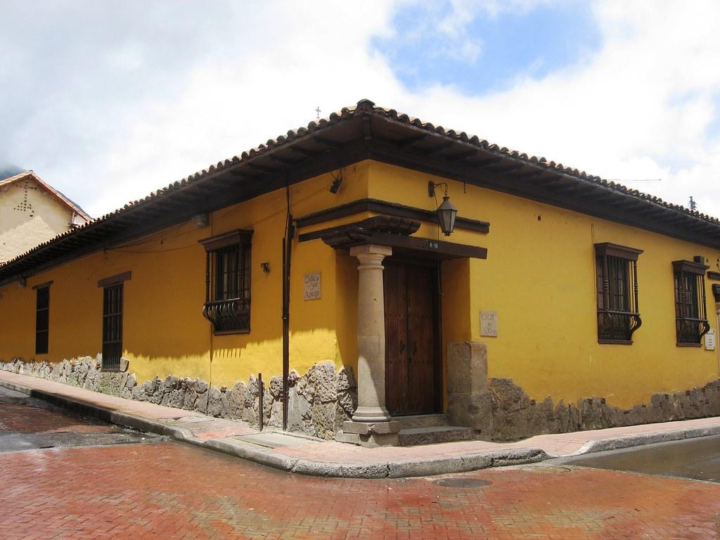 casa de la candelaria bogot colombia casa colonial