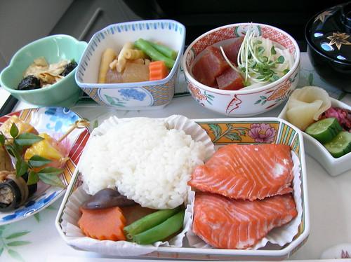 長榮 Hello Kitty 飛機 商務艙餐點 2008年10月用里程換取長榮飛往日本的免費商務艙機票,受到了六