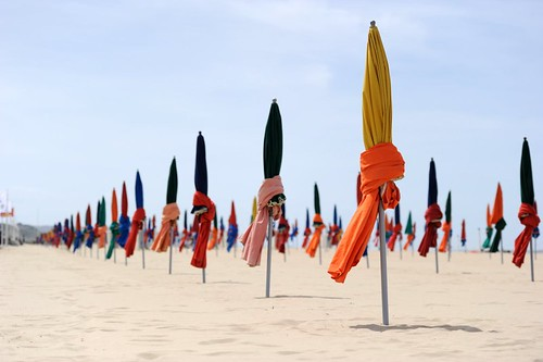 Parasols on the beach in Deauville 002.jpg | by Guillaume Paumier