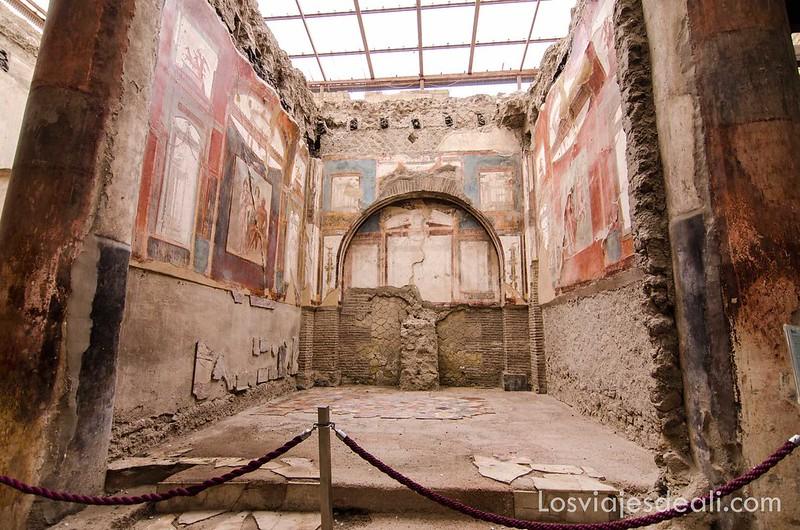 sede de los sacerdotes augustanos en la visita a Herculano
