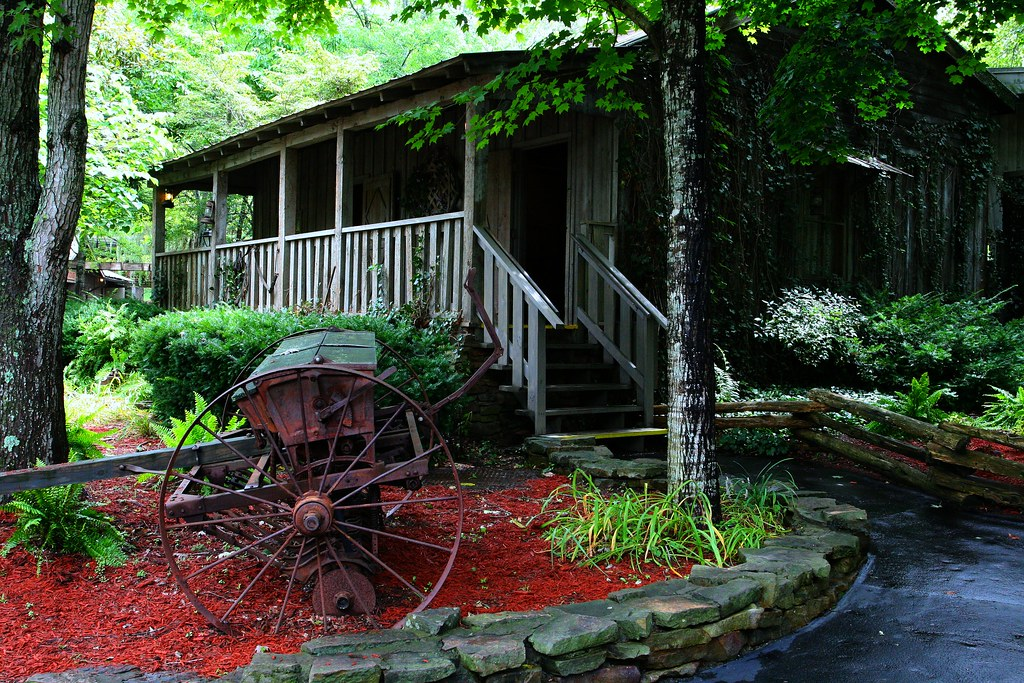 Dolly Parton S Cabin Home Well Not The Same One But This