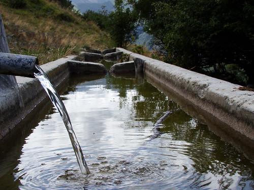 Fonte dell 39 aquila se volete l 39 acqua dovete aprire for Volantino acqua e sapone l aquila