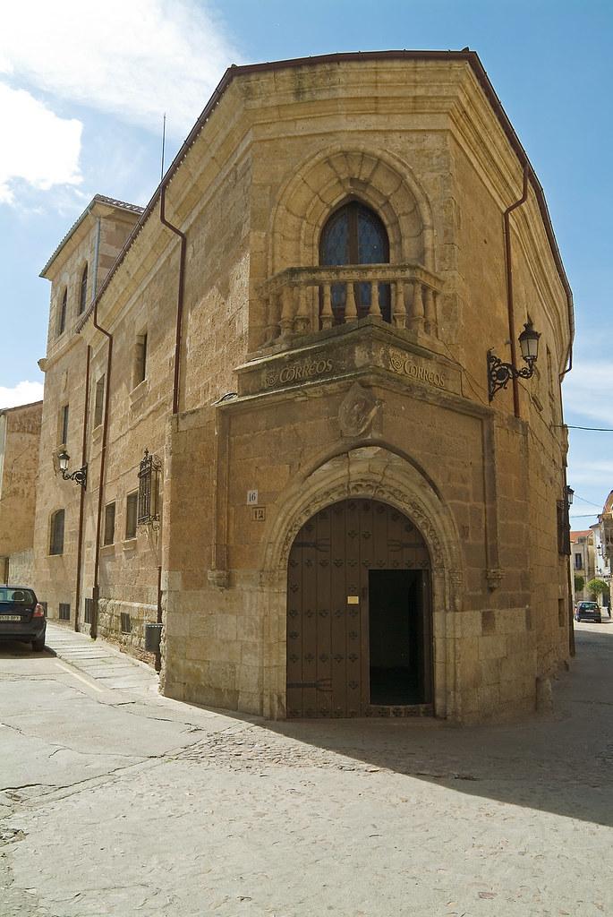 Casa de los v zquez correos de ciudad rodrigo 2005 for Casa de correos