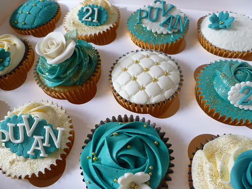 teal and gold birthday cupcakes inspired by my great
