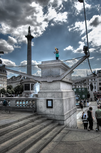 how to get to trafalgar square by train