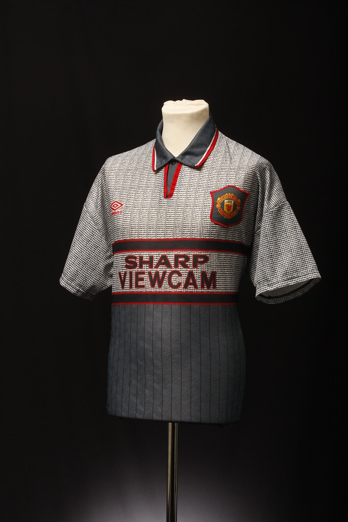Manchester United Football Shirt (Away, 1995-96) | This ...