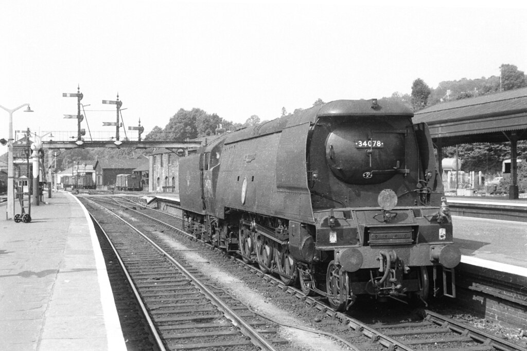 Battle Of Britain 34078 222 Squadron At Exeter St Davids Flickr