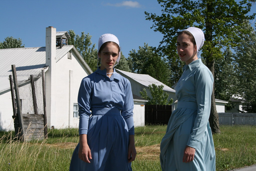 pictures of amish teen girls