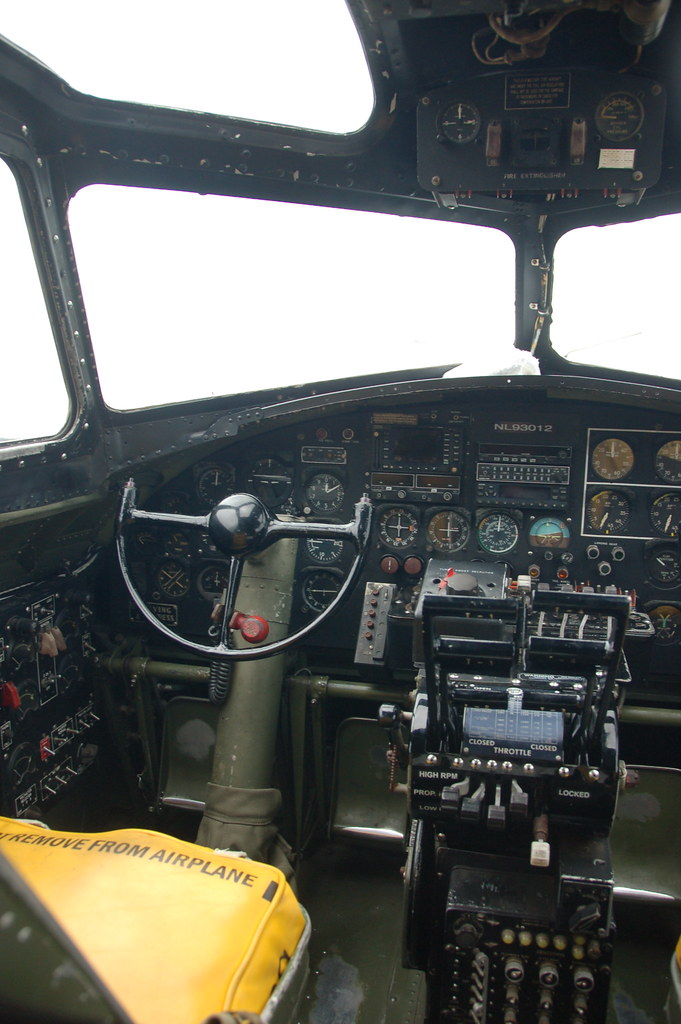 B 17 Interior View Of The Pilot S Seat In The Cockpit Flickr