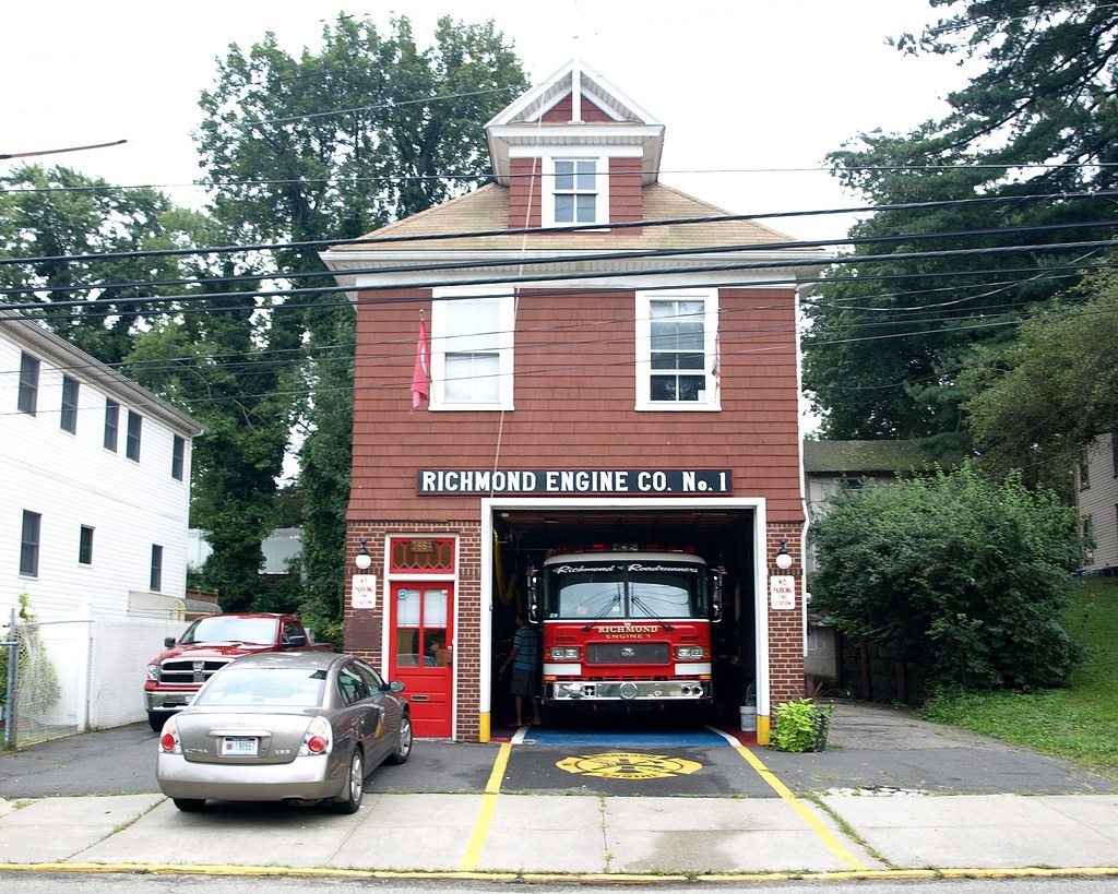 Richmond engine 1 volunteer fire department firehouse ric for Bureau new york conforama