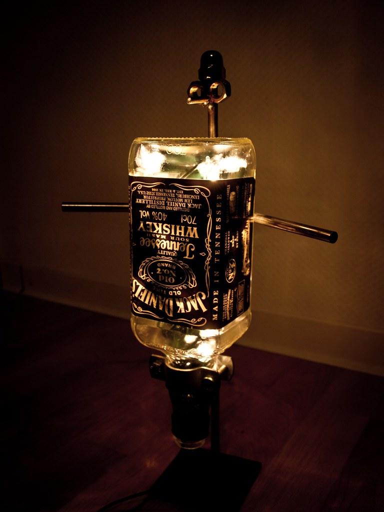 jack daniels lampe f r alle die wissen wollen wie die. Black Bedroom Furniture Sets. Home Design Ideas